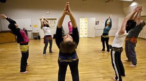Stretching, andning och avslappning är viktiga inslag i övningarna.