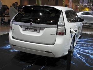 I det elektrifierade Paris denna salong visade även Saab upp en elbil, byggd på 9-3 Sport kombi. 20 mil på en laddning lovar Saab, som ska ha 70 elbilar rullande i Sverige nästa år som en provflotta. Men priset vågar ingen tala om.