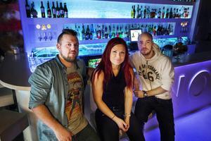 Kristian och Emma Elfvendahl och Thomas Leffler driver restaurnagen och baren NOI.
