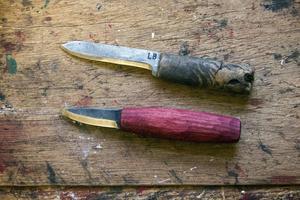 Inga krusiduller. Nisses knivar är oansenliga. Funktionen framför allt.