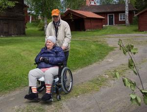 Åsa Pallin har sett fram emot festen, här har ho sällskap av Andy Pallin