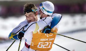 Zebastian Modin och ledsagaren Albin Ackerot vinner brons i 20km klassisk för synskadade i Paralympics 2014 i Sotji, Ryssland.