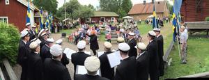 Västerås Manskör sjunger på Surahammars kommuns nationaldagsfirande.