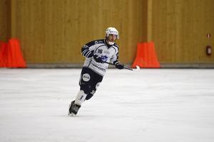 Marc Samuelsson gjorde två mål och var ytterst nära att kvittera till 5–5 och rädda en poäng till Rättvik.