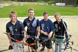 Klas Toresson, Marcus Lagneholt, Marcus Svensson och Marcus Lindberg från Järnvägens BF laddar alla för junior-EM i bågskytte nästa vecka.