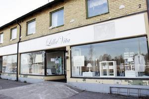 På Centralgatan 2 i Skutskär har hon i fem år drivit butik och kafé, men nu har hon stängt där och flyttat butiken till Kolonigatan.