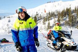 Magnus Stockenstrand är arbetsledare för skidpatrullen i Duved, som en vanlig dag består av fem personer. Det finns ytterligare fyra skidpatruller i Åres skidsystem. När det händer något större, som ett lavinlarm, beger sig de flesta i skidpatrullerna dit det behövs.