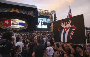 Fans väntar på att Rolling Stones-konserten på Kuba ska starta.