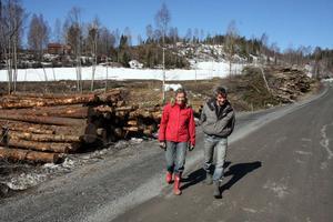 Peter Edholm och Marie Lundgren är två eldsjälar bakom projektet att röja fram vackra vyer i Nordingrå, få miljövänligt bränsle och dessutom troligen ge markägarna en extra inkomst.