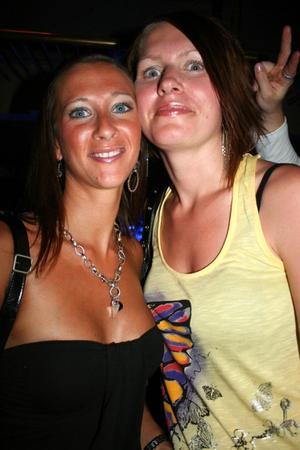 Blue Moon Bar. Frida och Mikaela
