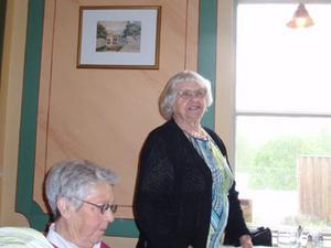 Vår äldsta medlem Lisa Karlsson tackar för maten. Bild: Gerd Johansson