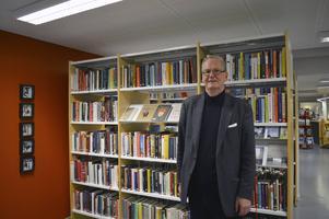 John-Christer Åhlander kanske borde hamna på bokhyllan själv, då hans livsöde är en lång historia att berätta.