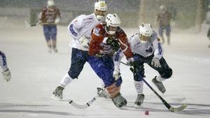 Snön vräkte ner, därför bjöd inte Västanfors och Katrineholm på något skönspel.