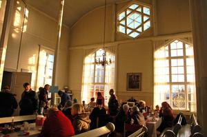 I Missionshuset var det både loppis och café.