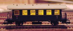 Harald har inrett tågvagnarna med inredning, belysning och passagerare.