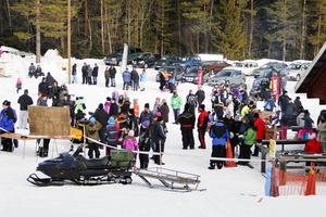 Många tog sig till slalombacken i Los för att vara med under skoterträffen.