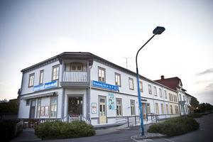 Från apotek till kafé. Det här huset har under åren inrymt Linders och Pigg-Calles kaféer.