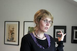 Lena-Maria Stigsdotter är en av Strömsbruksborna som har tagit initiativ till Galleri Ström. De andra är Lars Larsson samt Johan och Jaye Adlercreutz.