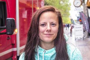 Jennifer Wallenqvist, 25 år, Torvalla: – Ja. Med Donald Trump så tror jag att det blir kaos i världen. Jag vill ha Hillary Clinton.