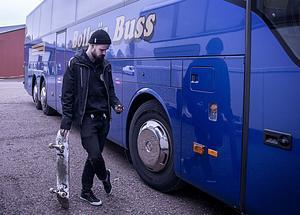 Niklas Ehnberg är ett stort namn inom skateboard. Brädan följer med på resorna.