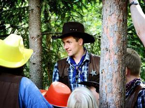 Bor på ranchen. Det är Niklas Grönlund med familj som till vardags bor i Gun Smoke City Munkaboda