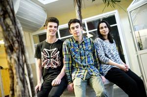 Oskar Lindmark, Khaleb Al Moulla och Darin Muhieddine fyller sina scheman med hårt skolarbete, musik och idrott.