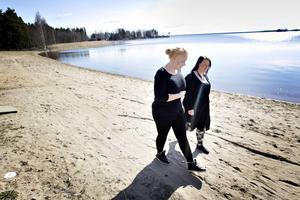 Linn Eriksson och Moa Liljedahl säljer Bambam efter originalreceptet.