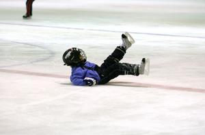 Vill man inte åka skidor, kan man kanske prova på att åka skridskor. Is finns både inne och ute. Se listan nedan.               arkivbilder