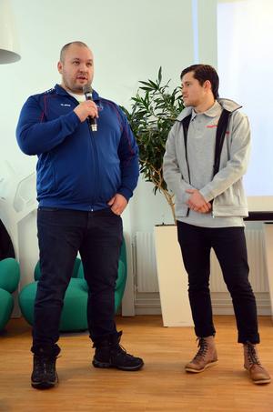 Fredrik Svensson, världens - just nu - starkaste man intervjuas av Dagbladets sportchef Oskar Lund.