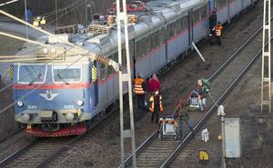 Tåget mot Sala, bestående av två sammankopplade tågsätt, var på väg in mot Västerås C när olyckan inträffade. Tåget blev stående på spåret i Västerås västra delar och kunde efter en lång stund evakueras. Dröjsmålet berodde dels på att man ville säkerställa att kontaktledningen var spänningslös, dels på att tågtrafiken på det andra spåret behövde stängas av då tåget evakuerades i riktning mot det andra spåret.
