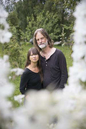 Under sommaren har Maria och Jens fullt upp med sin trädgård.