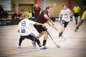 Daniel Wester prickade in Njutångers två första mål.