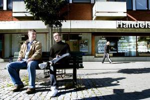 FÖR EN BÄTTRE VÄLFÄRD. Per Kihlgren och Roger Hedlund vill se ett mindre mångkulturellt Sandviken. Då blir välfärden bättre, anser de båda Sverigedemokraterna.