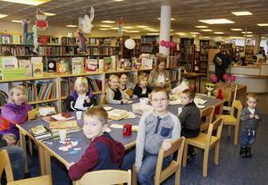Plundring av bokgranen på biblioteket i Sveg. I framtiden kan den bli av på Camp Sveg.