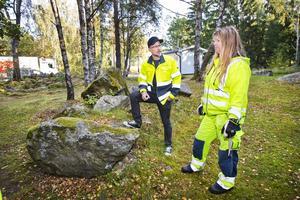 Torbjörn Andersson, rastplatsansvarig på Trafikverket och Viktoria Johansson från Svevia.