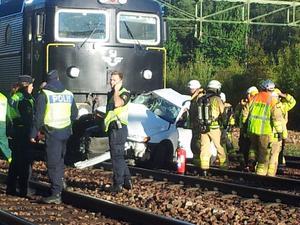 Tåget frontalkrockade med bilen strax efter klockan åtta i morse.