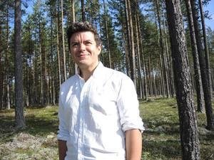 Trivs i skogen. Förutom socialförsäkringsfrågor brinner Kristoffer för skogslänens och landsbygdens utveckling och framtid.
