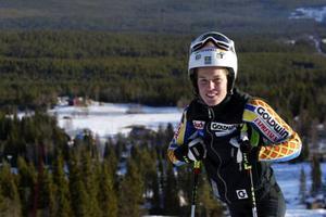Maria Pietilä-Holmner och de övriga alpina landslagsdamerna är i Funäsdalen för att preparera sig inför slalompremiären i Levi.  Foto: Håkan Degselius