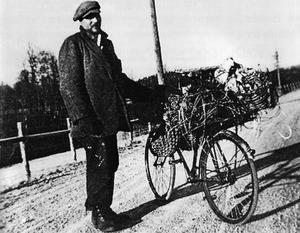 Björnjägaren, Nils Rundgren, kom på 1930-talet till Lilla Havsjön utanför Bredsjö i Hällefors kommun.