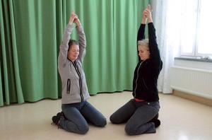 Medicinsk yoga. I en nyligen publicerad forskningsstudie visar sjukgymnasterna Monica Köhn och Ulla Persson Lundholm att medicinsk yoga hjälper mot stress och ångest.