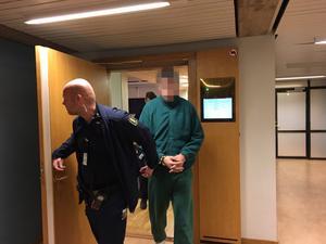Den 35-årige inbrottstjuven tros ha ingått i en rumänsk inbrottsliga som varit flera vändor i  Sverige. Han dömdes vid årsskiftet till fängelse i ett år och tre månader samt utvisning fram till 2025.