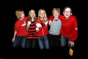 Vi i femman-vinnare. William Åhrlin, Matilda Wickström, Ebba Björk, Josef Carter och Jesper Olsson från Västanbyns skola vann i går den olidligt spännande regionfinalen över skolor från Dalarna och Jämtland och fick fira med semlor. Nu laddar de inför de tv-sända finaltävlingarna som inleds i april.