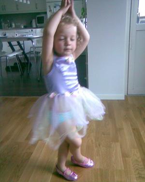 Prima ballerina!Mitt barnbarn Tindra Larsson 3 år älskar att dansa.