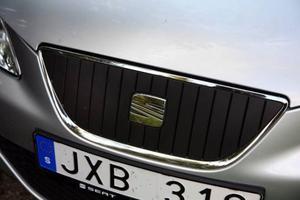 Eftersom motorn är så energieffektiv att den inte behöver så mycket kylning har grillen täppts igen för att minska luftmotståndet.