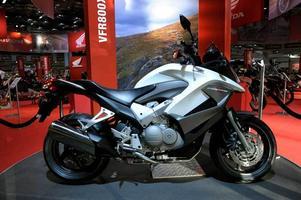 Hybridhoj. Honda Crossrunner är en kombination mellan nakenhoj och äventyrsmaskin som drivs av en V-4:a på 800 kubik.Foto: Janerik Henriksson/Scanpix