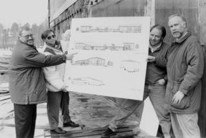 I spillrorna av det nedbrunna badhuset presenterades i april de slutgiltiga ritningarna för anläggningen. På bilden syns Mats Öström, Anette Wiktorsson, Ulf Isaksson och Ingvar Ryckertz.