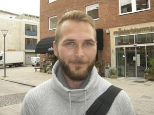 Alexander Sundström, 28 år, studerande, Enköping: – Ja, det kan jag tänka mig, det är inte moraliskt rätt att säga nej. Det är inte okej som det är nu, det är tydligt att hjälp behövs.