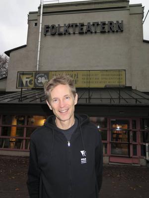 Vilka ska efterträda Michael Cocke som Folkteaterns konstnärliga ledning?  Jobbet annonserades ut för snart ett år – och Michael Cocke har hunnit sluta.    Foto: Elizabeth Forsmark