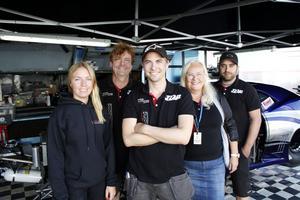 Här har ni Team Victera Racing under helgen i Tierp. Från vänster Stina Hillblom, Björn Jansson, Victor Jansson, Monica Jansson och Andreas Asplund.