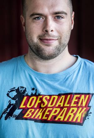 Christian Jarlgård jobbar med cykeluthyrning i shopen i Lofsdalen.